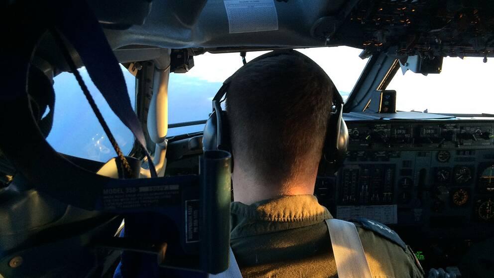 Vy från pilotens säte i ett AWACS-flygplan.