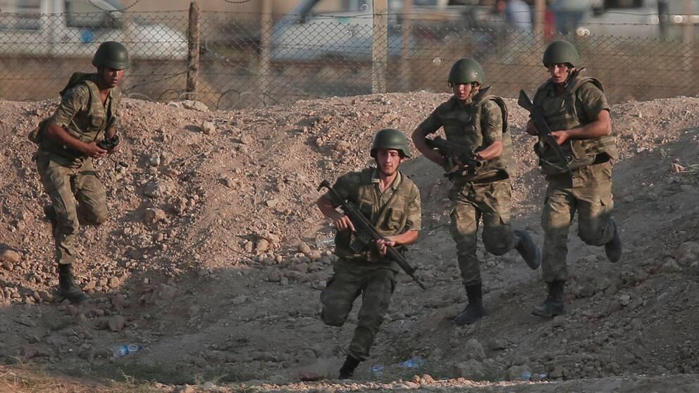 Soldater dodade i gransstrider
