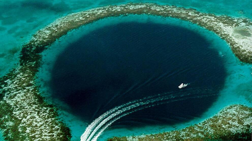 Det stora blå hålet i Belize barriärrev.
