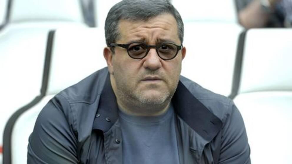 Mino Raiola, Zlatans agent, på en fotbollsläktare.