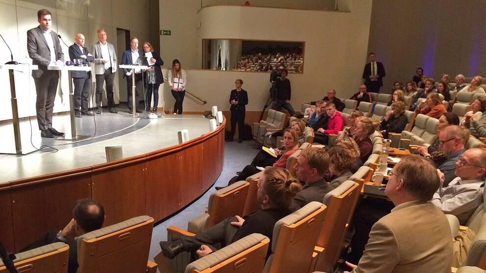 """Gjorde ni så gott ni kunde?"" undrade en man under frågestunden med folkhälsominister Gabriel Wikström (S)."