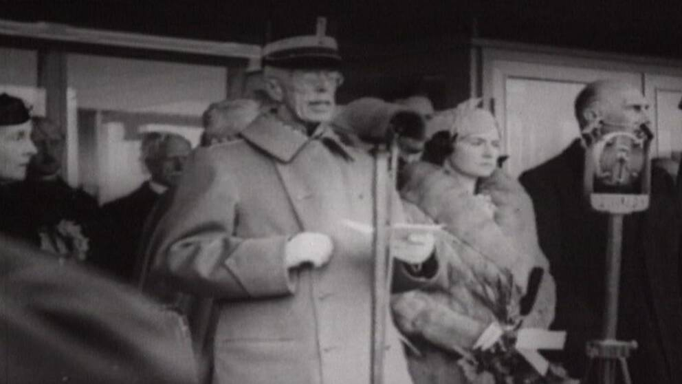 Kung Gustav V invigningstalar på Bromma flygplats.