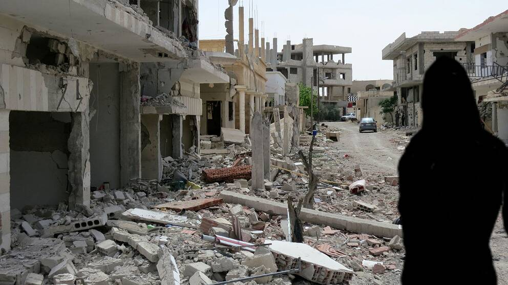 En bild från ett raserat område i Syrien och siluetten av en kvinna