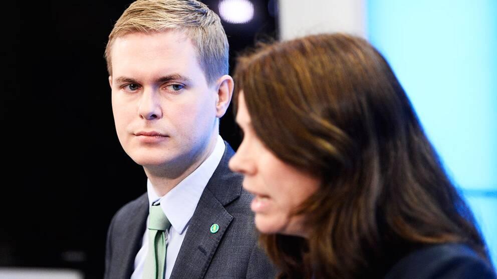 Gustav Fridolin och Åsa Romson håller presskonferens