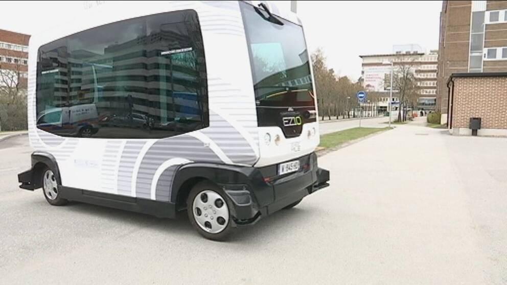 En förarlös buss.
