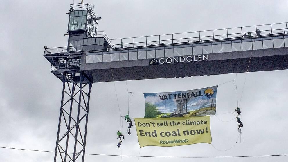 Banderoll hänger ner från Gondolen.