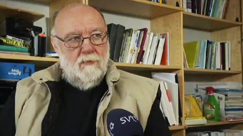 – Det är ett helt olämpligt agerande. Det är oacceptabelt och rasistiskt, säger Rolf Granér, lektor vidpolisutbildningenVäxjö och polisforskare.