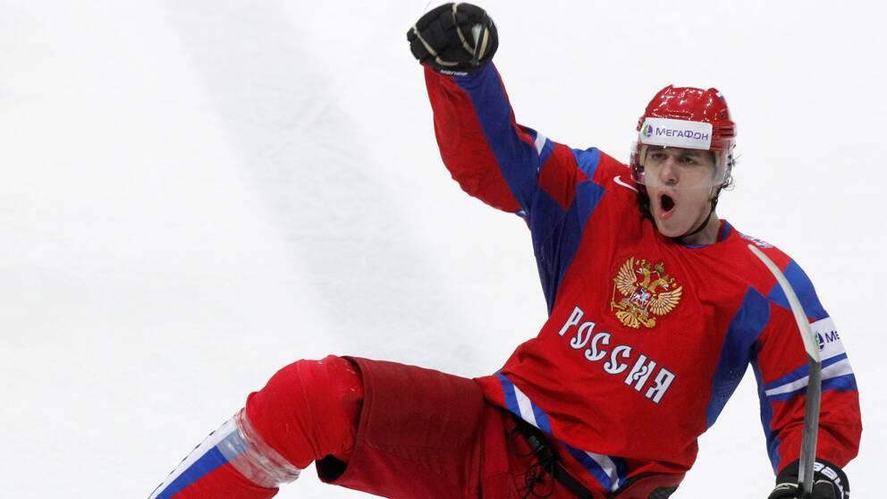 Jevgenij Malkin jublar över ett av sina tre mål.