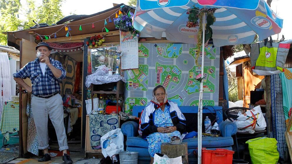 Behandlingen av romer i Frankrike fortsätter att få kritik från Amnesty.