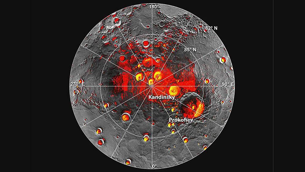 De röda områdena visar områden på Merkurius nordpol som alltid befinner sig i skugga. De gula visar var det kan finnas is.