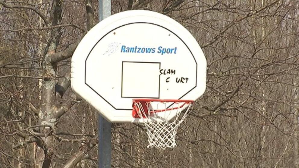 Basketkorg utomhus i Granloholm