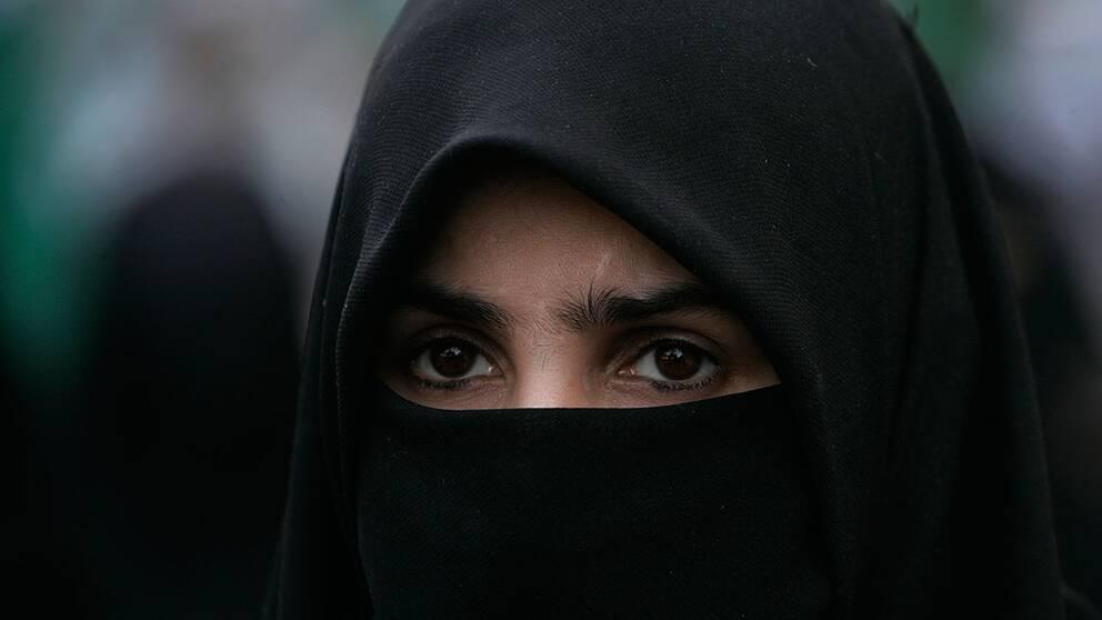 En kvinna i niqab.