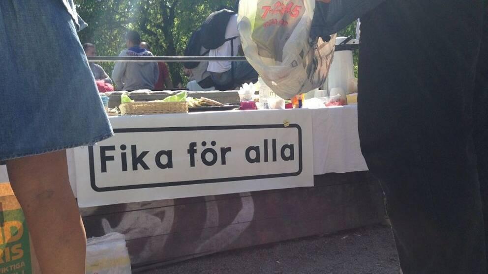 """""""Fika för alla"""" vill vara en motvikt till den matutdelning som bara riktar sig till svenskar."""