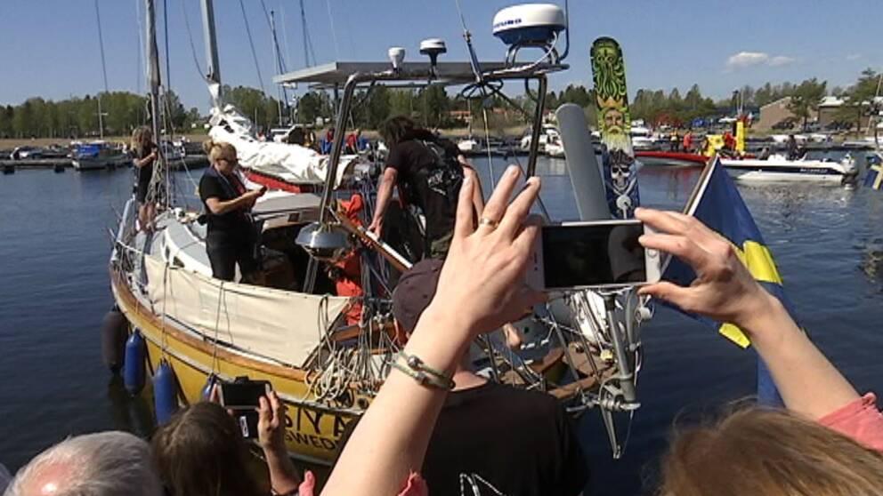 Kastar loss med segelbåt