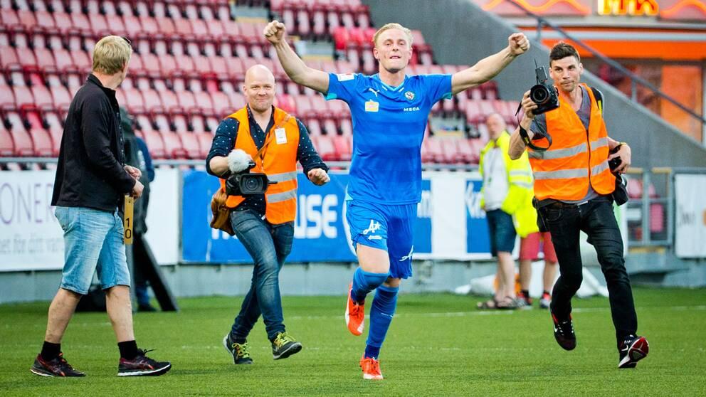 Örebromålvakten Jacob Rinne blev stor matchhjälte med sin straffräddning på övertid.