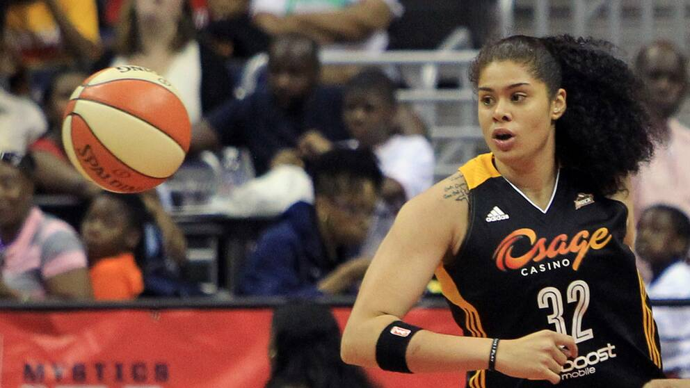 Amanda Zahui trejdas till New York Libertys från Dallas Wings.