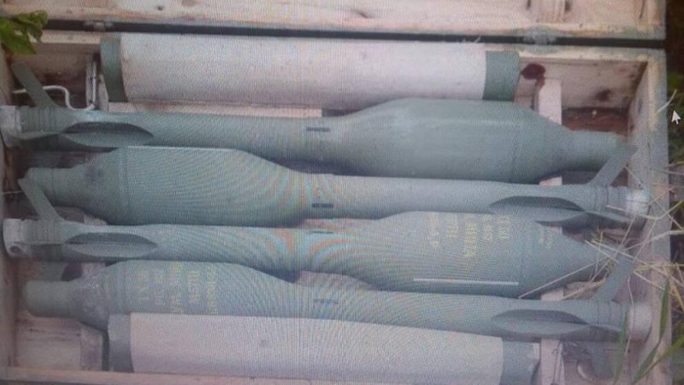 RSV-granater till jugoslaviskt granatgevär M57. De smala rören är utskjutningsmotorn, de större med utfällbara fenor är stridsdelen, bedömer FOI:s expert.