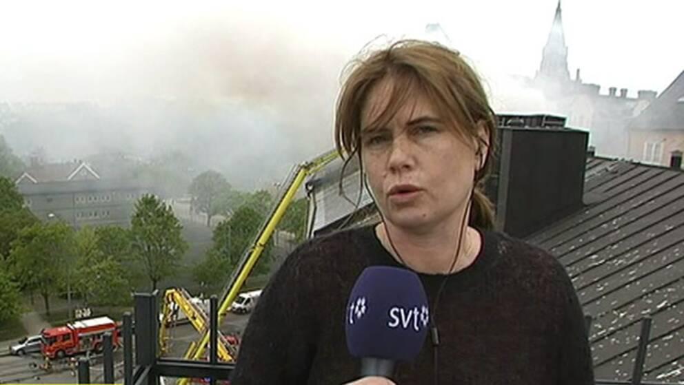 SVT:s Nike Nylander var en av dem som tvingades lämna sitt hem pga branden