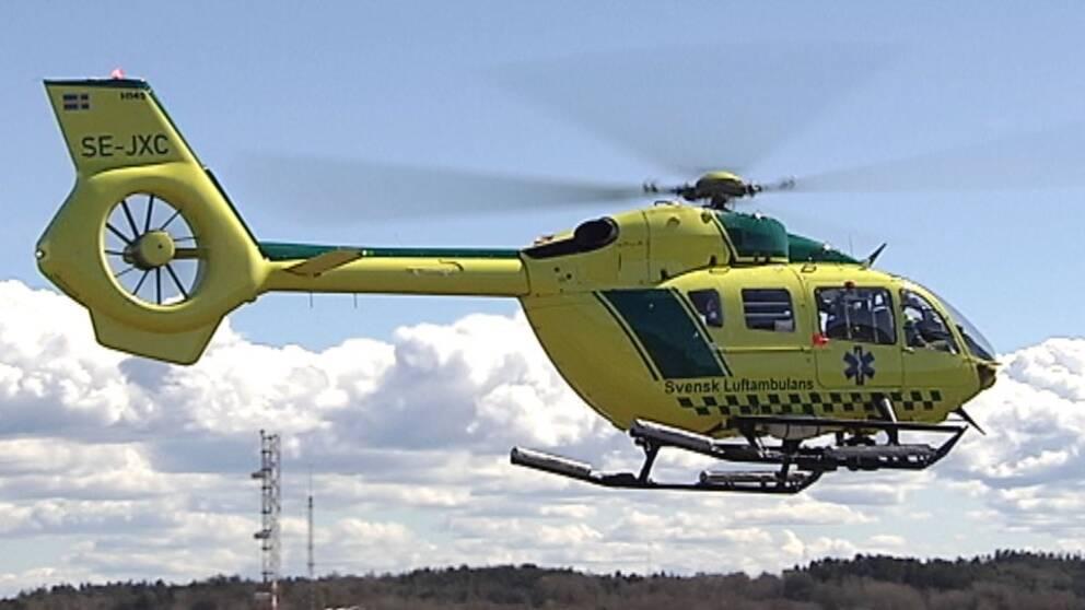 Gengrebild på ambulanshelikopter på väg att lyfta