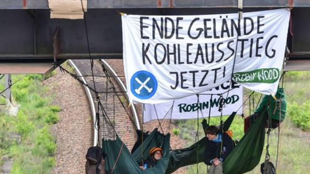 Miljöaktivister protesterar mot Vattenfalls kolbrytning i östra Tyskland.