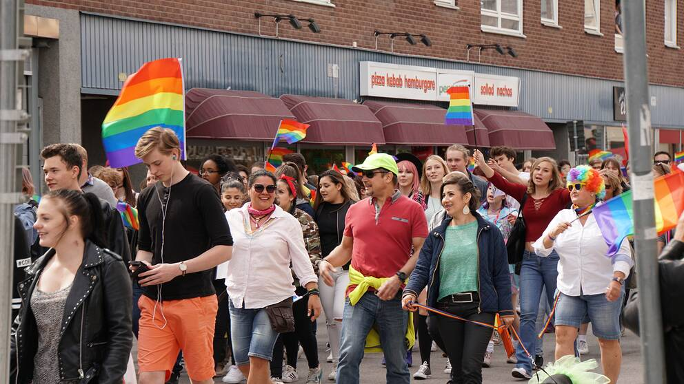 Prideparad i centrala Eskilstuna, 2016.
