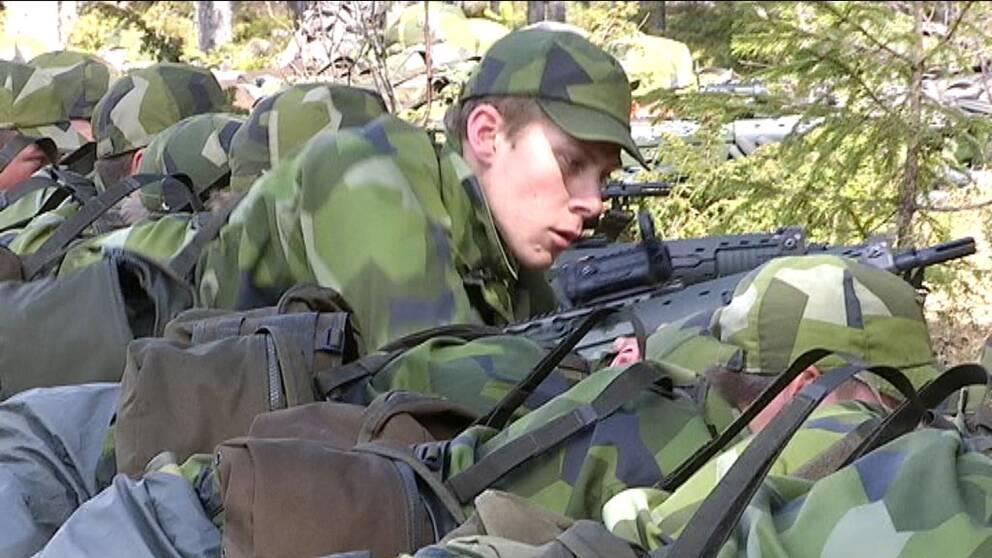 Soldat under övning