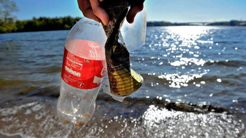 Nu meddelar Coca-cola att man drar sig ur som sponsor vilket lämnar ett stort hål i budgeten.