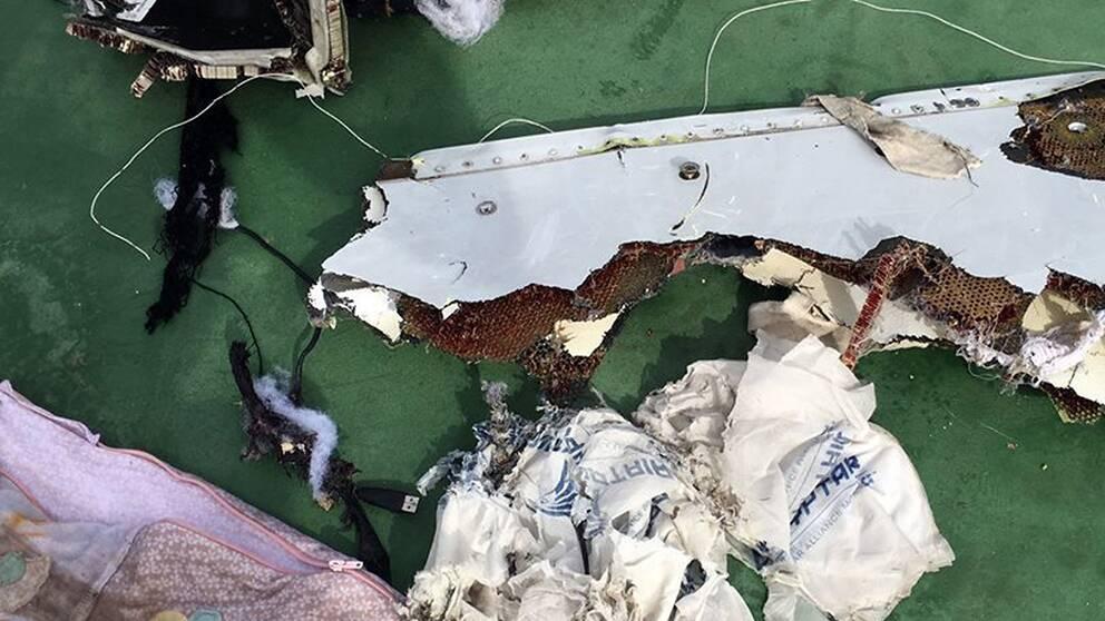 Materiel från det kraschade planet som plockats upp ur Medelhavet. Arkivbild.
