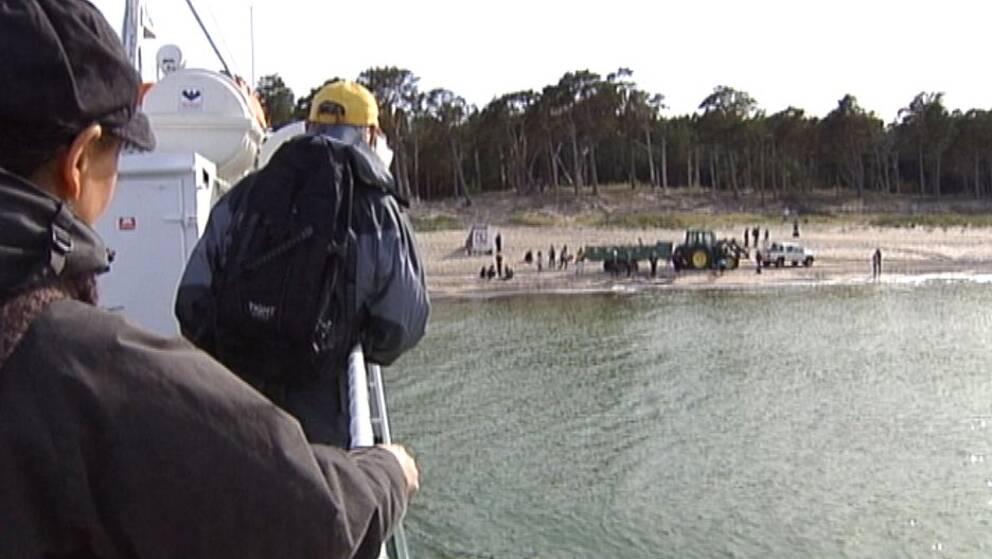 Turister på väg till naturreservatet Gotska Sandön.