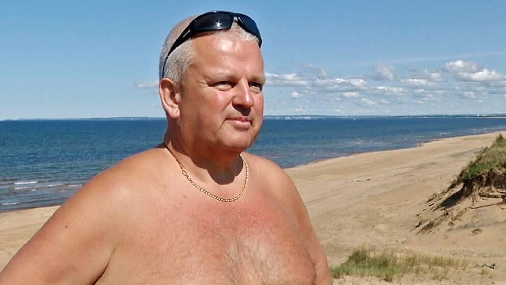Jonas Bengtsson på stranden.