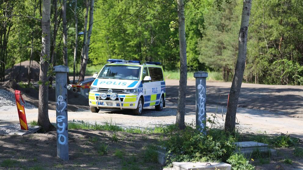 Bild från platsen där ett lik hittats.