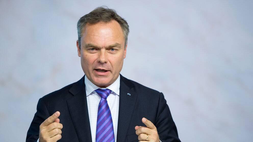 Jan Björklund presenterar nytt förslag om att införa kinesiskan som ett av de moderna språken i grund- och gymnasieskolan.