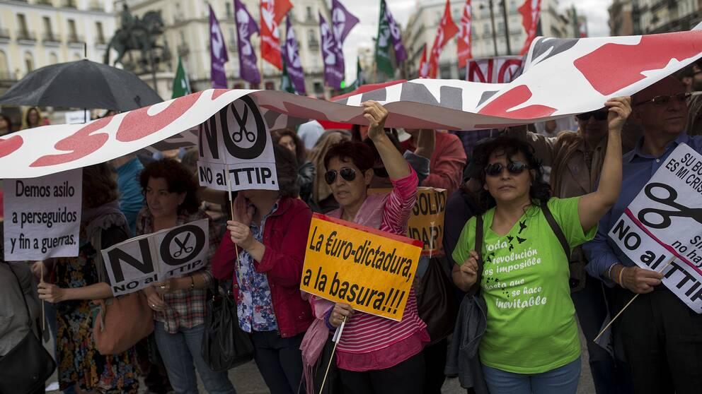 Protester mot frihandelsavtalet i Madrid, Spanien i slutet av maj 2016.