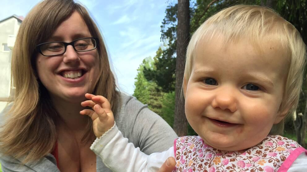 Linnea Hansson med sin yngsta dotter.