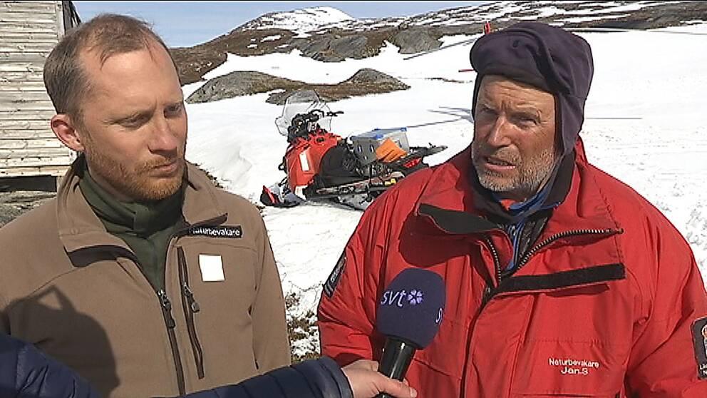 Naturbevakarna Tomas Hansén och Jan Stuge.