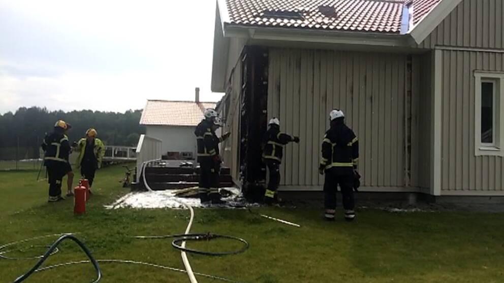 Blixten satte huset i brand