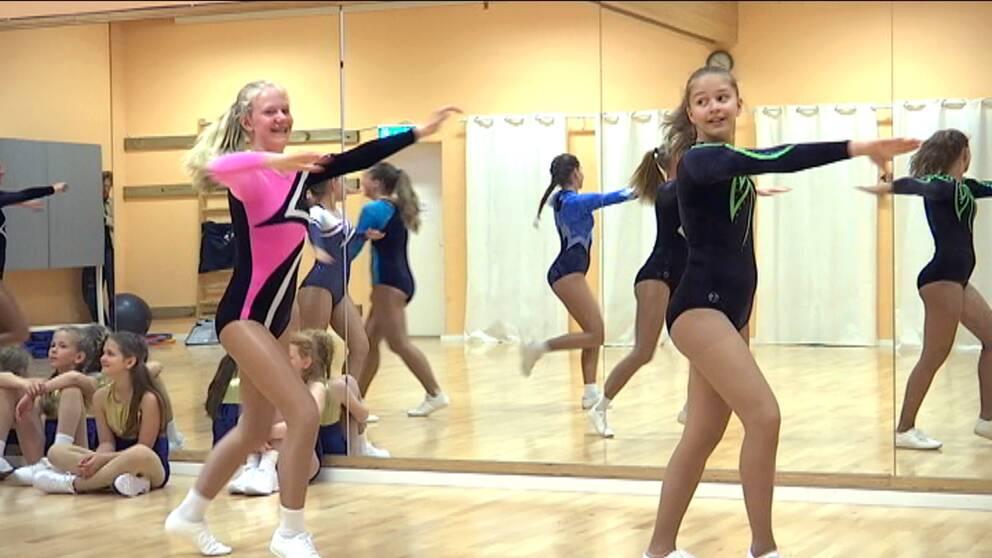 De tävlar i aerobics för Hyllie Gymnastikförening i Malmö.
