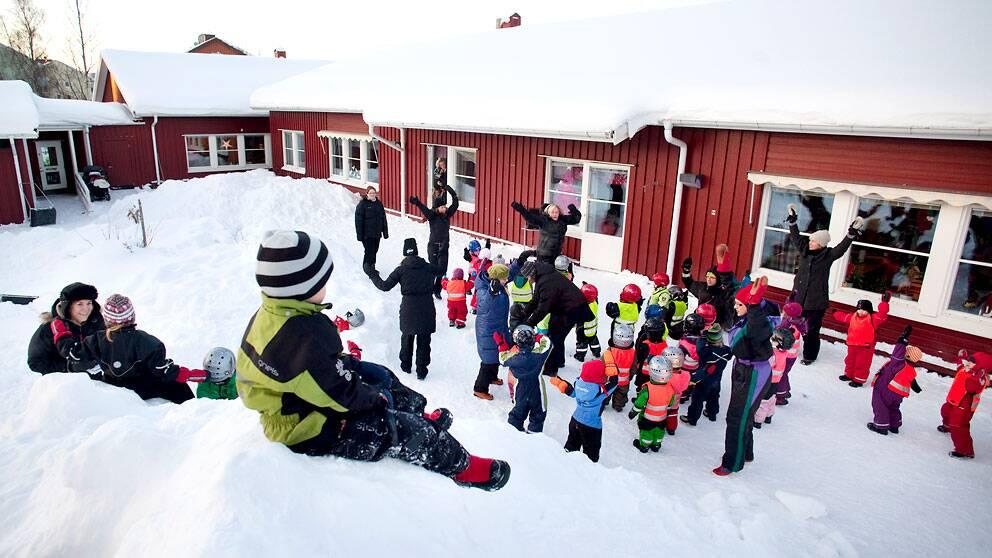 Förskolan Sanda i Umeå har en uteprofil. Miniröris på gården.