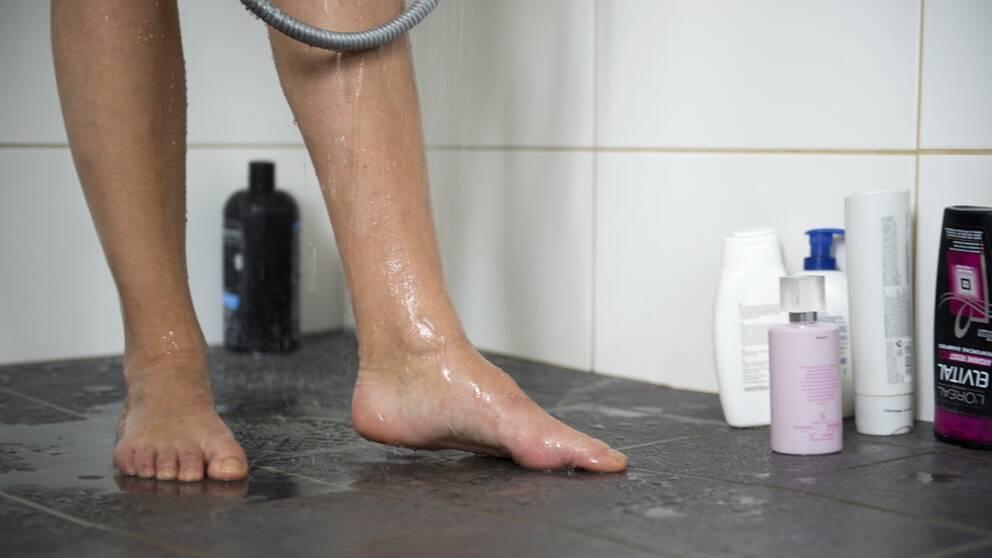 Att kissa i duschen kanske är något för miljövännen? Arkivbild.