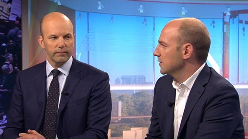 Från vänster i bild: Mattias Dahl, vd för Svenska flygbranschen och förhandlingschef för kollektivavtalet mellan pilotfacket och SAS, och Martin Lindgren, ordförande för svenska pilotföreningen.