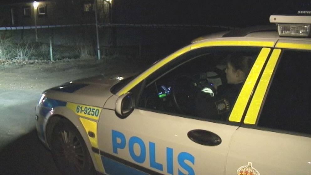 Poliser anmaler polisen