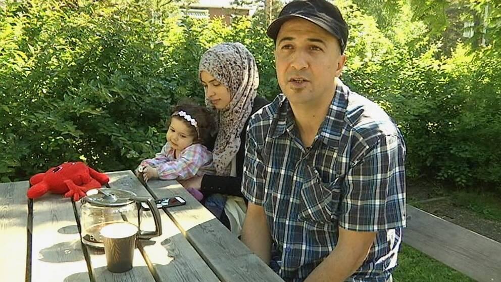 Iza Damlkhi och hans familj