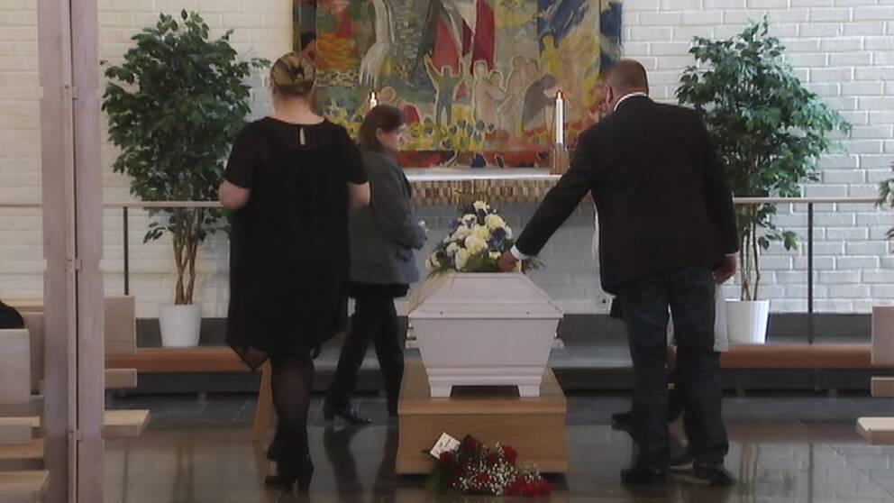Antalet kyrkliga begravningar minskar, bild från en borgerlig begravning.