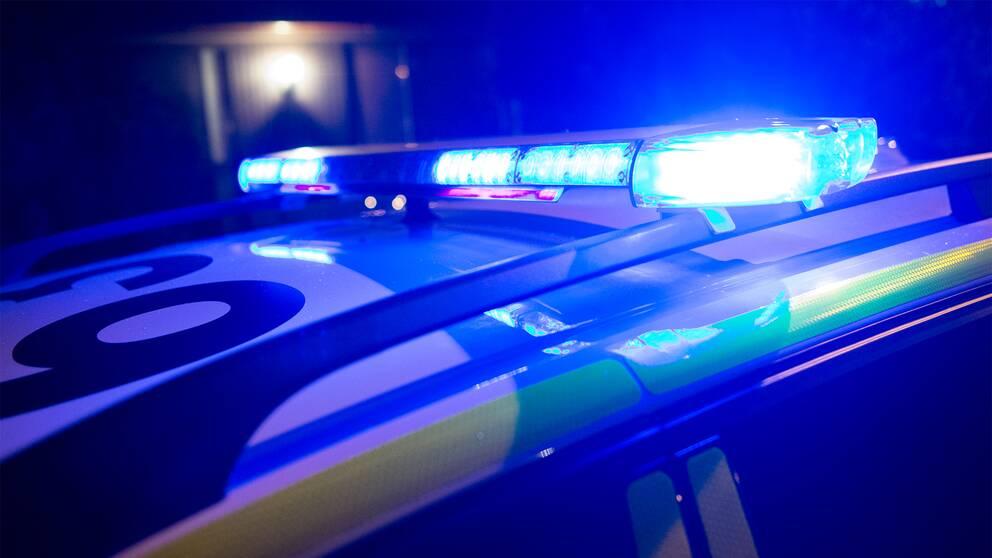 blåljus polis natt
