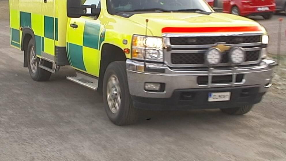 Fem personer åkte i de tre fordonen som krockade på bron på Kungsängsleden i Uppsala.
