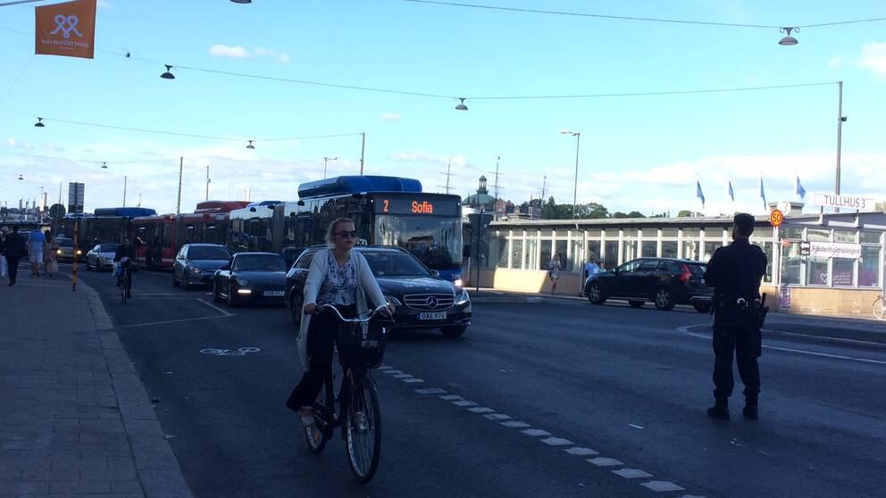 Trafikanterna möttes av poliser i Slussenområdet under tisdagen.