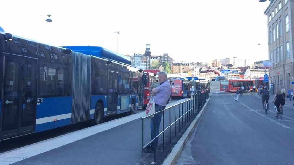 Kollektivtrafiken drabbas hårt av Slussenbygget. Först om tre år ska trycket lätta om inget nytt händer.