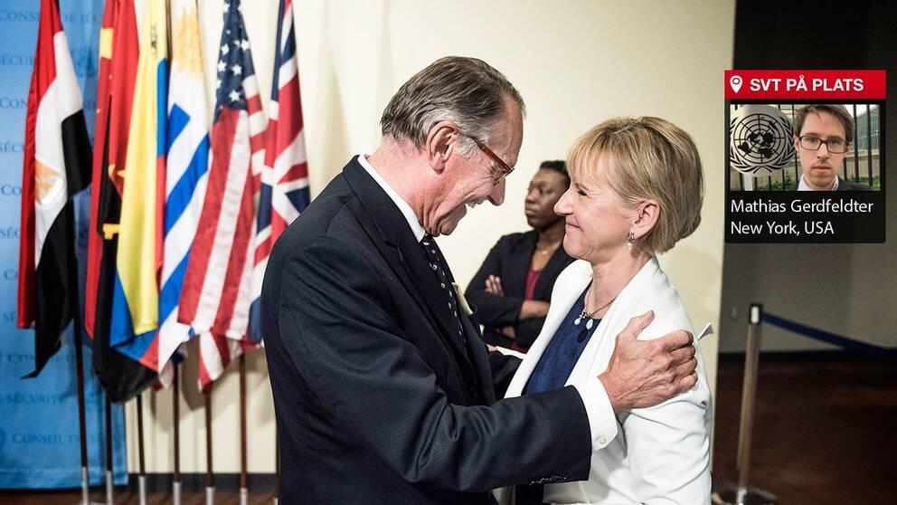 FN:s vice generalsekreterare Jan Eliasson gratulerar Sveriges utrikesminister Margot Wallström till att Sverige just blivit invald i FN:s säkerhetsråd.