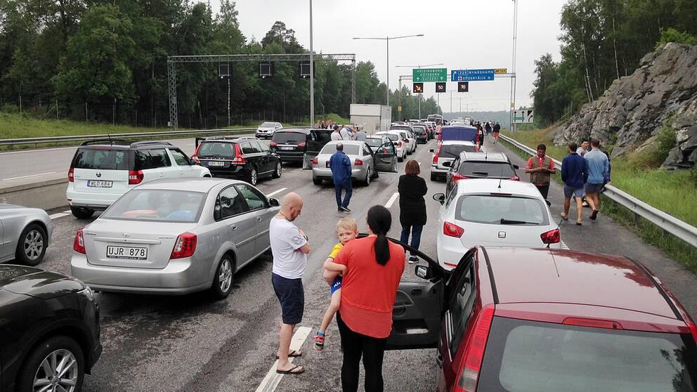 Kilometerlånga bilköer uppstod efter olyckan.