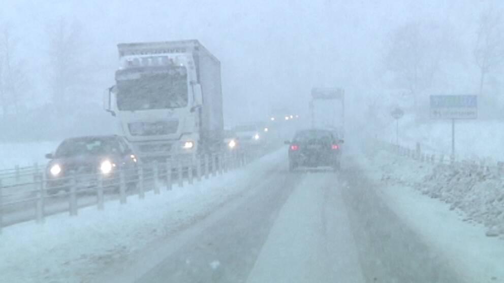 Besvärligt väglag i Blekinge i samband med mycket snöigt och blåsigt väder den 10 december.